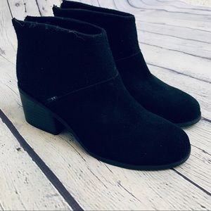 Toms | Lacy Black Ankle Booties Size 7 W